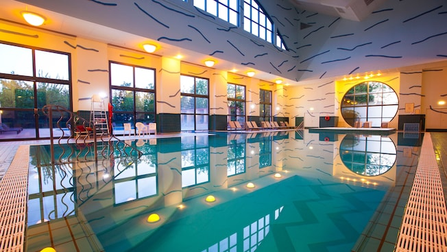 Pools at disney 39 s hotel new york disneyland paris for Paris hotel pool