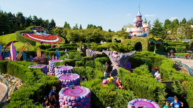 alice 39 s curious labyrinth disneyland paris attractions. Black Bedroom Furniture Sets. Home Design Ideas